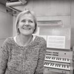 (f. 1951), PO-uddannet organist og Kirkemusikalsk Diplomeksamen, flere klaverudgivelser og kompositioner for kor, klaver og musikdramatik bag sig, organist i Skæring kirke